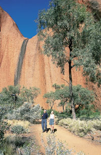 Mala walk at Uluru - Ayers Rock courtesy of Tourism NT for the promotion of travel to Uluru - Uluru Kata Tjuta - Travel guide for the promotion of Aboriginal cultural tourism in Australia